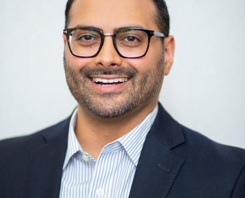 Dr. Arif Karmali   Knee Clinic